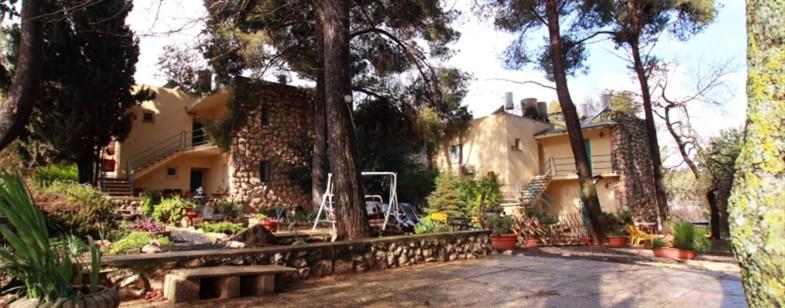 Safed Inn - Front Entrance (Large)